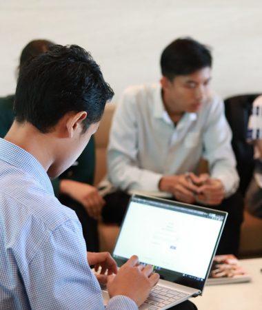 man-working-on-his-laptop-2912583